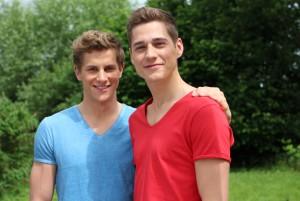 """Lukas Sauer (li.) mit seinem """"Unter-uns""""-Serienpartner Timothy Boldt (re.)"""
