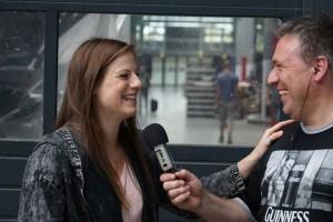 Nora Koppen im Gespräch mit Hartmut     Bild: SchwuleWelle