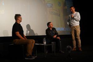 Marcel Gisler (Mitte) im Gespräch mit Schwuler Welle und OGays